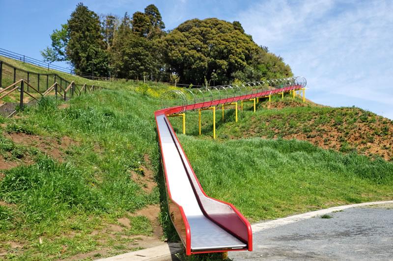 木下マ尿公園のロング滑り台