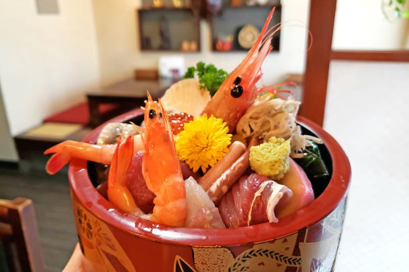 木下の弥生寿司の海鮮丼