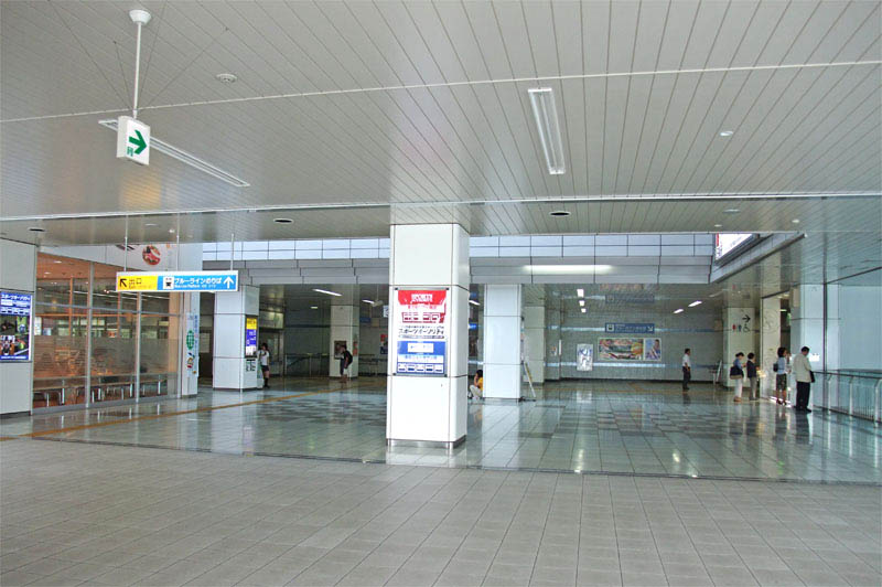 センター北駅構内