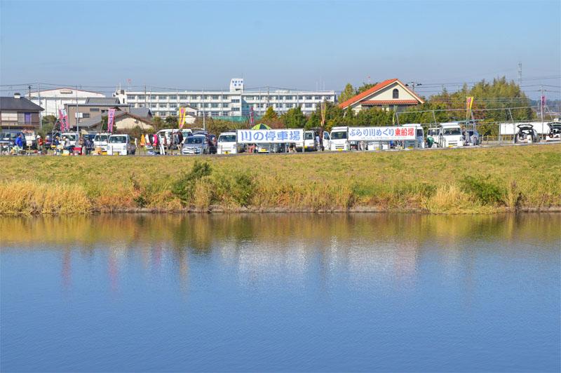印西市川の停車場と軽トラ市場